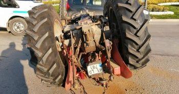 Traktörle kamyonet çarpıştı! Devrilen traktör sürücüsü ölümden döndü