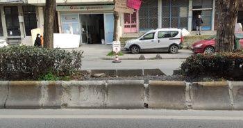 Vatandaşlar yaya geçidi istedi, caddedeki geçit de kapandı