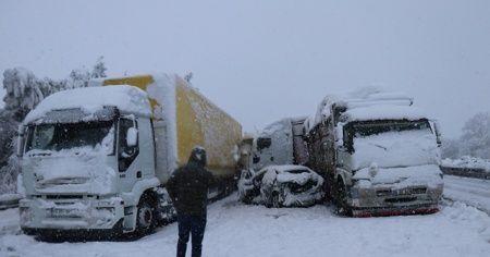 16 aracın karıştığı kazada 8 kişi yaralandı