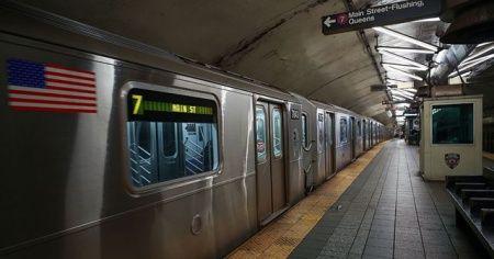 ABD'de metro raylarına atlayan adam öldü