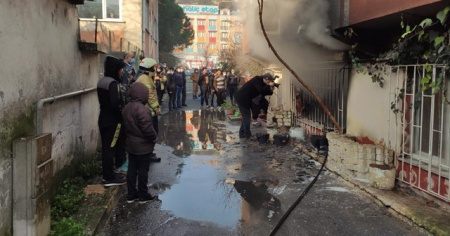 Aliybeyköy'de yangın paniği: Biri bebek 2 kişi dumandan etkilendi