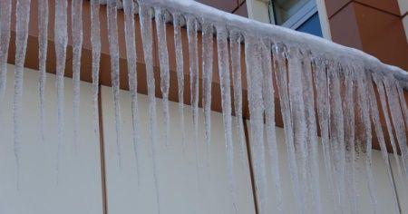 Ardahan buz kesti: Garajdaki araçlar dahi dondu