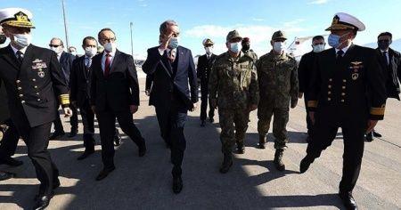 Bakan Akar Deniz Kuvvetlerinin yeni uçağında inceleme yaptı