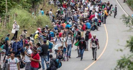 """Biden yönetiminden binlerce göçmene """"şimdi gelme"""" mesajı"""