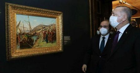 Cumhurbaşkanı Erdoğan İstanbul'un fethi tablosu önünde poz verdi