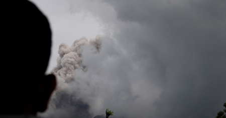 Endonezya'da yanardağ alarmı!