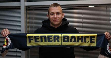 Fenerbahçe'de Szalai'nin lisansı çıktı