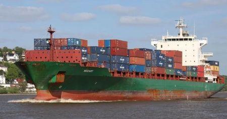 Gine açıklarında Türk gemisi rehin alındı