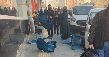 Halk otobüsünden fırlayan tekerlek hasara neden oldu