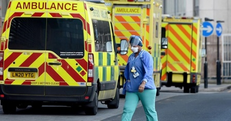 İngiltere'de Kovid-19 nedeniyle hayatını kaybedenlerin sayısı 100 bini aştı