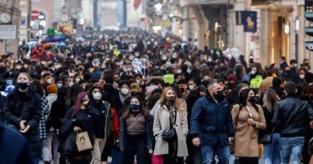 İtalya'da son 24 saatte Covid-19 kaynaklı 488 ölüm