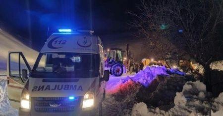 Kar yolları kapattı, hasta adam için ekipler seferber oldu