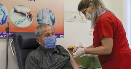 Korona aşısında 75 yaş aşılaması başladı