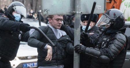 Rusya'da Navalny destekçilerine polisten sert müdahale
