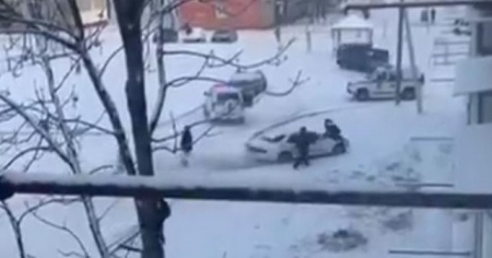 Rusya'da polislerin kovaladığı sürücü ortalığı birbirine kattı