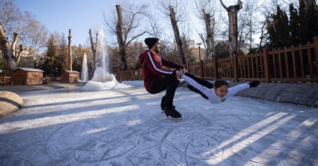 Rusya değil Ankara! Kuğulu Park buz pistine döndü
