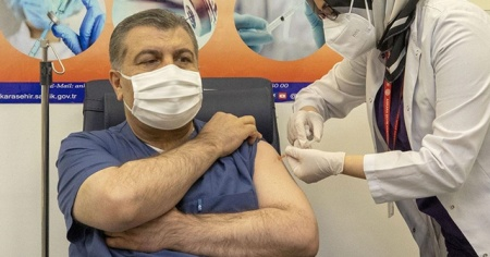 Sağlık Bakanı Koca aşı oldu