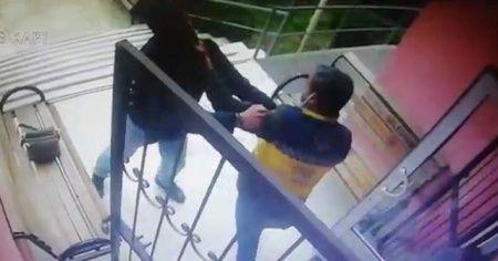 Sağlık personeline saldırı anı kamerada