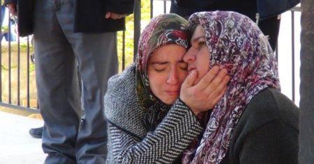 Yanan evlerini gözyaşları içinde izlediler