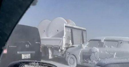 Zincirleme kazada 130 araç birbirine girdi