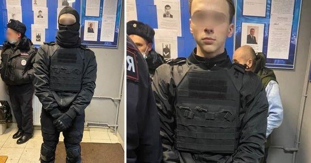 16 yaşında ki bir genç, Navalny protestosunda polislerin arasına sızdı