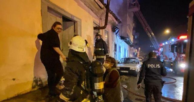 Çöp ev alev alev yandı, anne ve kızı gözyaşlarına boğuldu