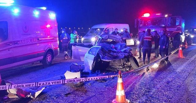 İş makinesine çarpan otomobildeki 2 kişi öldü, 2 kişi yaralandı