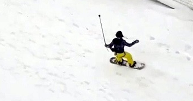İstanbul'da karda snowboard keyfi