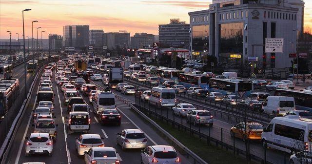 İstanbul'da trafik yoğunluğu yüzde 74 seviyelerine ulaştı
