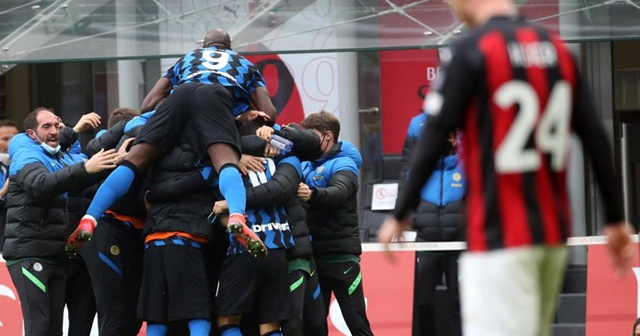 Milano derbisini kazanan Inter