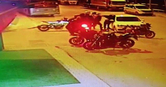Kendisine çarpan otomobil sürücüsünü darp etti