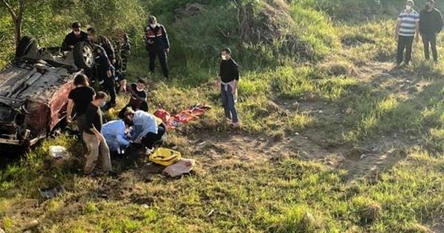 Otomobil 12 metrelik uçuruma yuvarlandı: 2 yaralı