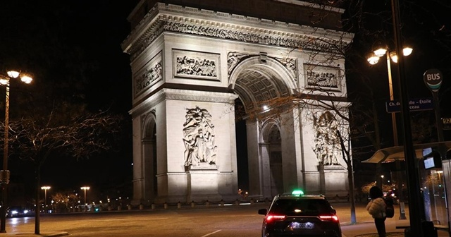 Paris'in iki bölgesinde alkol tüketimi yasaklandı