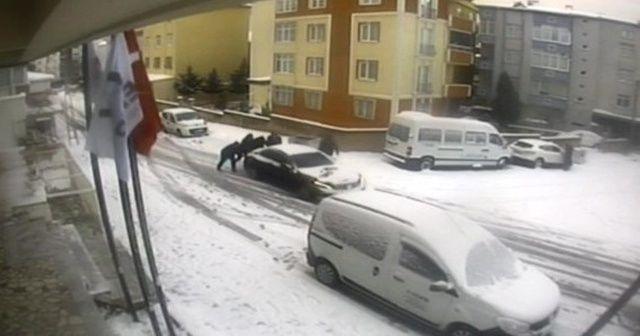 Park halindeyken kayan lüks otomobili durdurma mücadelesi kamerada