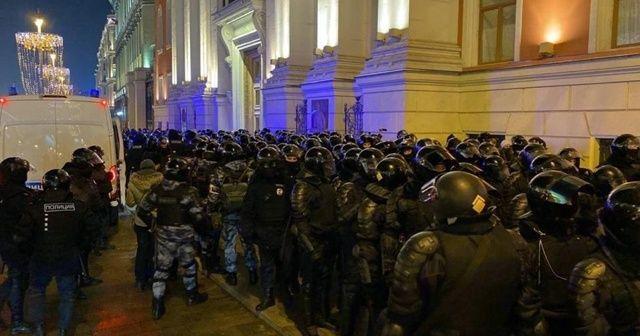 Rusya'da Navalny destekçileri sokaklara döküldü