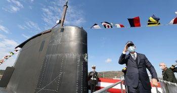 Bakan Akar, TCG Gür denizaltısını ziyaret etti