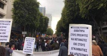 GKRY'de hükümetin koronavirüs politikası protesto edildi