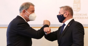 Hulusi Akar, Macaristan Savunma Bakanı Benko ile görüştü