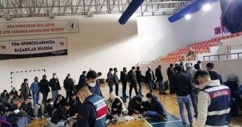 İstihbarat MİT'ten operasyon jandarmadan: 35'i çocuk 176 düzensiz göçmen yakalandı