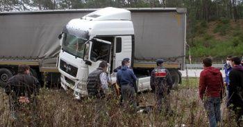 Kaza yapan tırın sürücüsü öldü