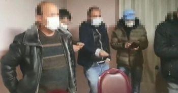 Kumar oynanan adrese koçbaşı ile baskın: 11 kişiye para cezası kesildi