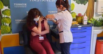 Sağlık çalışanlarına ikinci doz aşılama İstanbul'da başladı