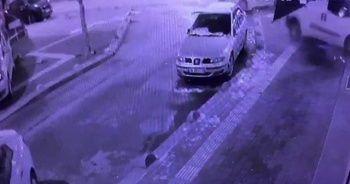 Ticari araç önce taksiye çarptı, sonra iş yerine daldı