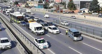 Vatandaşa trafik polisinden yardım eli