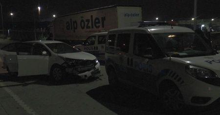 Alkollü sürücü 2 ekip otosunda çarparak durabildi