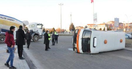 Beton mikseri ile minibüs çarpıştı: Biri alkollü, diğeri ehliyetsiz
