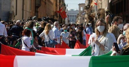 İtalya'da son 24 saatte 18 bin 916 yeni vaka