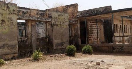 Nijerya'da yatılı okula düzenlenen saldırıda 317 kız öğrenci kaçırıldı