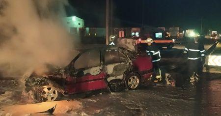 Tıra çarpan otomobil alev aldı: 3 yaralı
