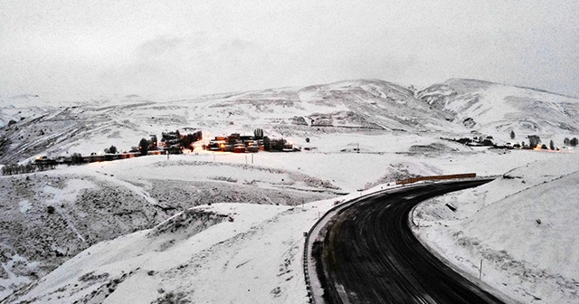 Erzincan'ın yüksek kesimlerinde kar yağışı etkili oluyor
